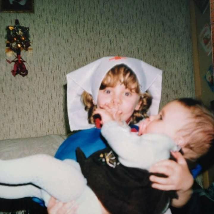 Младата майка Никол забрави имената на бебетата си, а причината е плашеща (СНИМКИ)