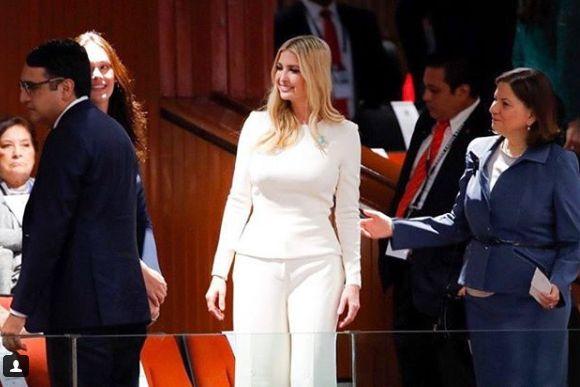 Най-великите мъже на света изгубиха ума и дума от облеклото на Иванка Тръмп (СНИМКИ)