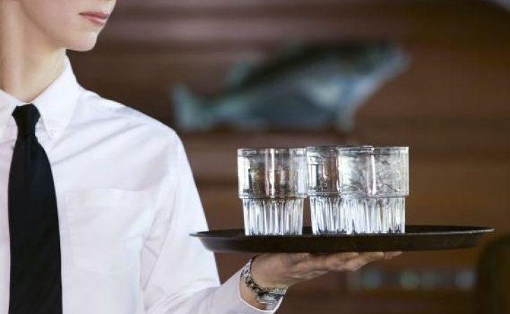 Сервитьорка остана без зъби след грозна сцена в шуменско заведение