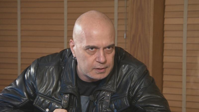 Слави Трифонов срази българските партии