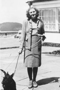Коя е Ева Браун (Вижте повече за жената до Хитлер)